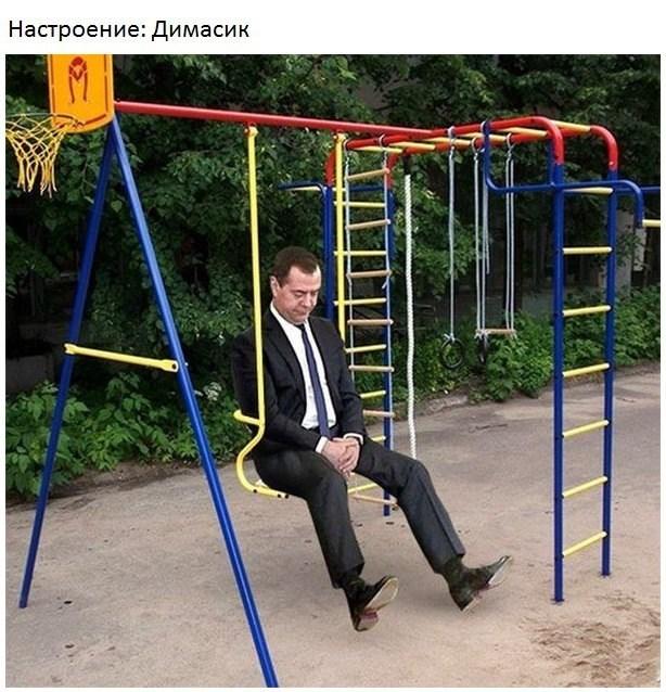 Премьер-министр Дмитрий Медведев крайне обеспокоен своим политическим будущим