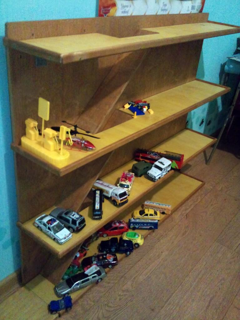 Как построить гараж для машинок своими руками