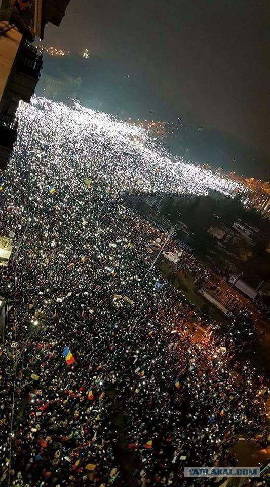 В Бухаресте десятки тысяч людей вышли на антикоррупционный протест