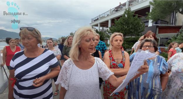 Жители Геленджика потребовали закрыть город для туристов