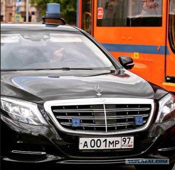 Медведев ограничил мощность служебных машин до 200 л.c