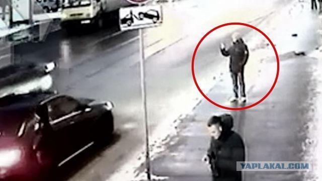 """РЕН ТВ разыскал фотографа, который снимал водителя-убийцу на """"Мерседесе"""""""