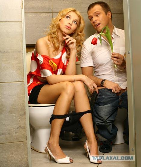 trahnul-dvoih-v-tualete