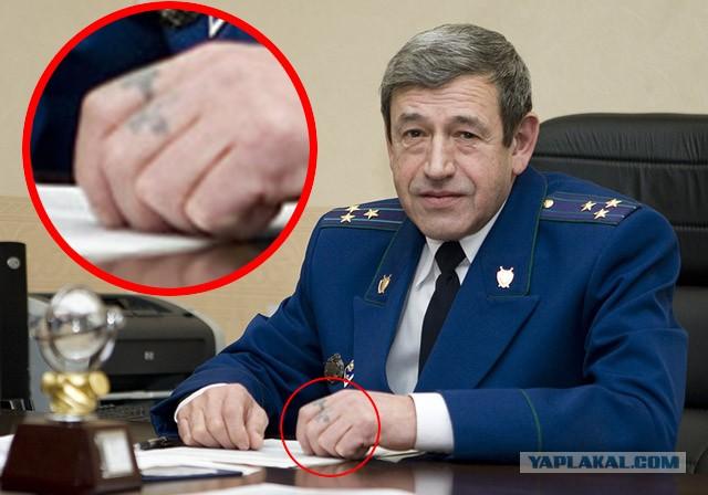 Что у него на пальцах?