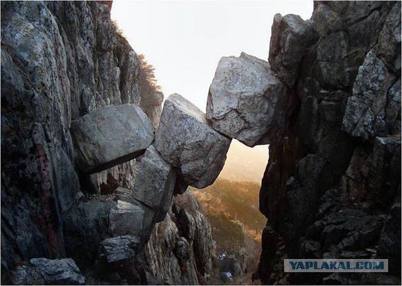 Бессмертный мост и камень Даваско