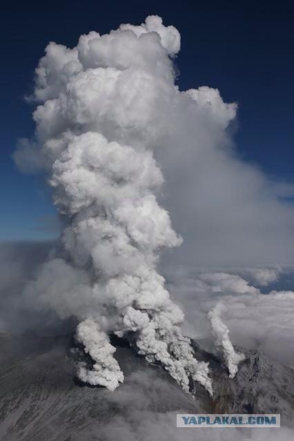 Невероятные кадры извержения вулкана Онтакэ