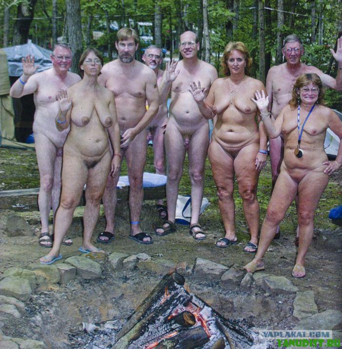 Нудисты и нудистки  фото обнаженных нудистов