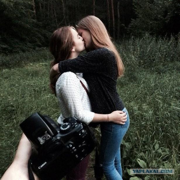 Фото девушек в обнимку (75 фото)