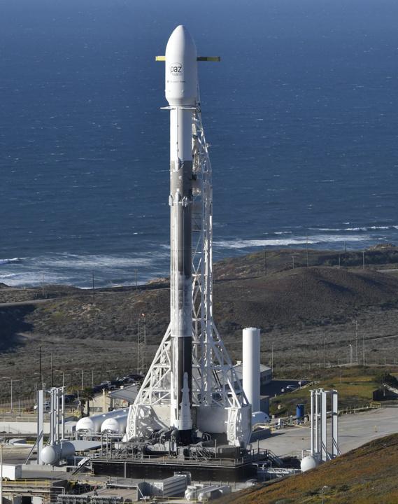 Запуск ракеты-носителя Falcon 9 со спутником Paz и двумя аппаратами MicroSat