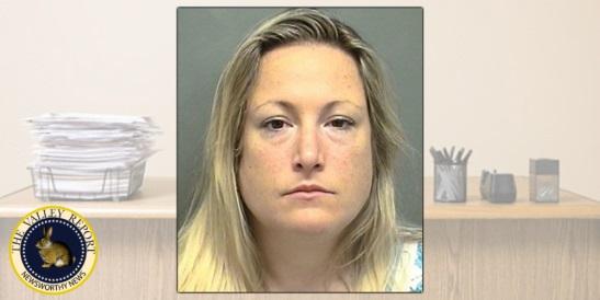 Женщину арестовали за то, что она нагадила на стол босса, когда выиграла в лотерею