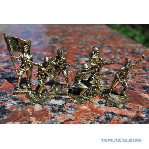 Солдатики из бронзы 40 мм.