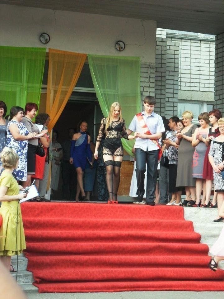 Скандальные платья у выпускниц, 21 фото.