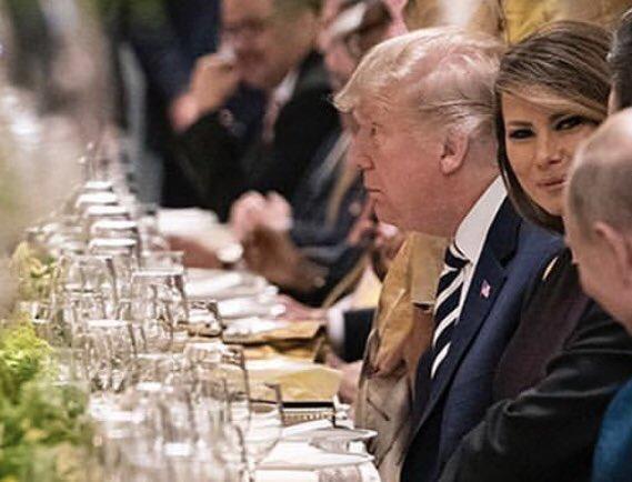 В соцсетях стала мемом фотография, на которой Мелания Трамп улыбается Путину