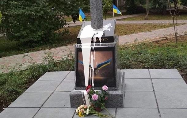 В Киеве облили краской памятник Тираэлю