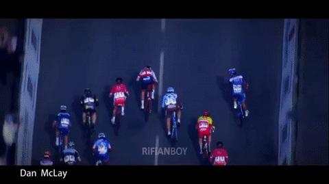 Велосипедист идеально финишировал