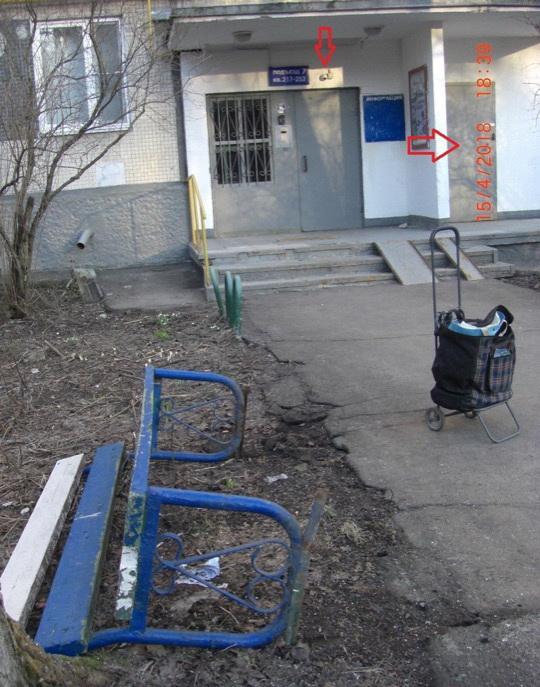 Многоходовочка: пенсионерка опрокинула лавочку, сфотографировала и отправила запрос на устранение нарушений