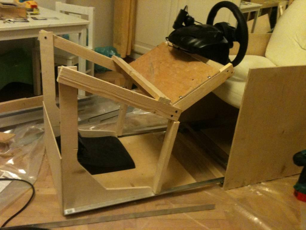 Кресло для гоночных симуляторов - или как не лишиться жены = Hodor