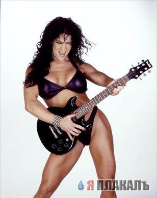 Девушки и гитары или гитары и девушки...