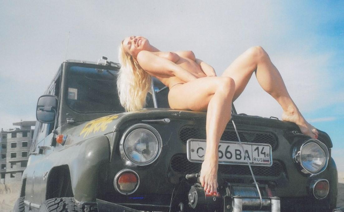 Картинки голые девушки сексуальные целуются