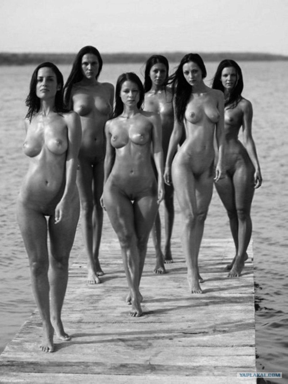 Фото голых девушка наказаны маслом 20 фотография
