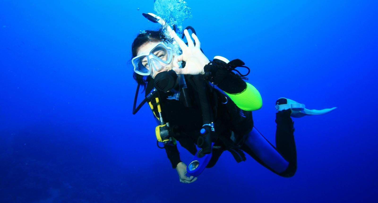 Фото девушек в аквалангах под водой