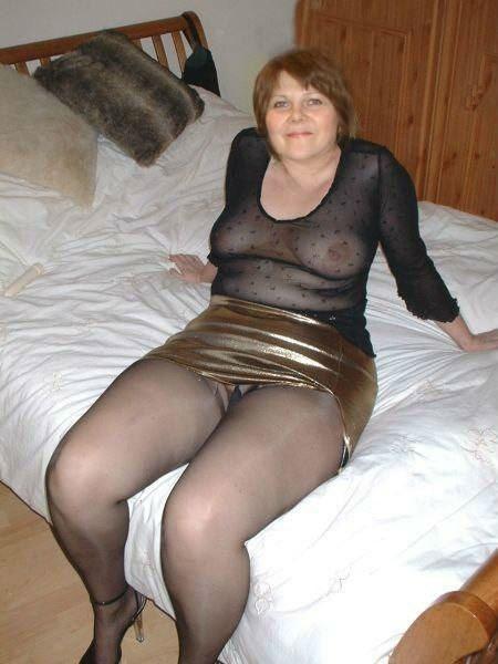 Порно зрелых женщин в юбках