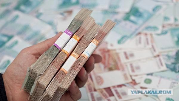 В Якутске полицейский нашел 100 тысяч рублей и вернул их владельцу