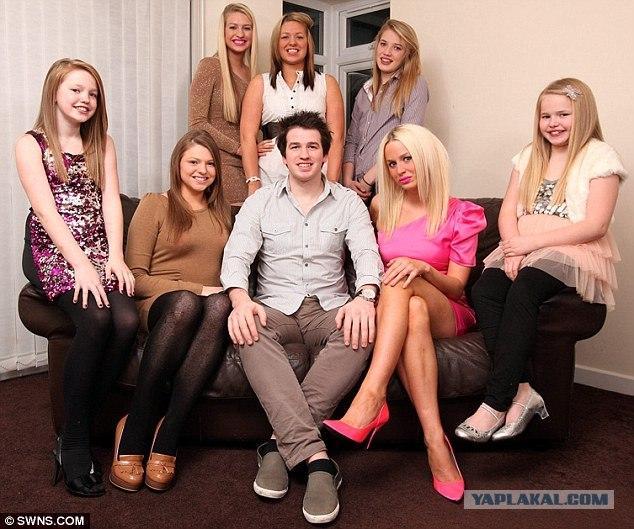 У парня 12 сестер
