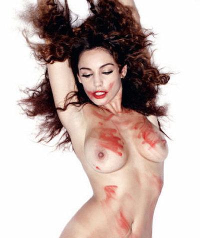 Актриса Келли Брук, измазанная то ли кровью, то ли красной помадой, снялась
