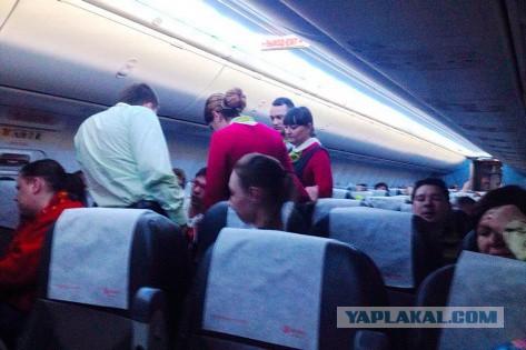 Дебошира отлупили всем самолётом