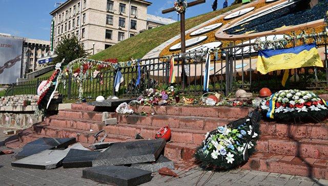 Севастопольца, сломавшего памятник Героям Небесной сотни в Киеве, посадили на четыре месяца