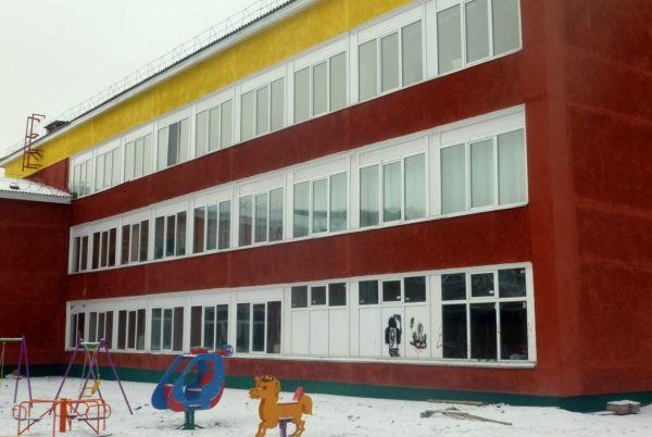 Девятиклассник сфотографировал трещины в школе. Директор вызвала полицию