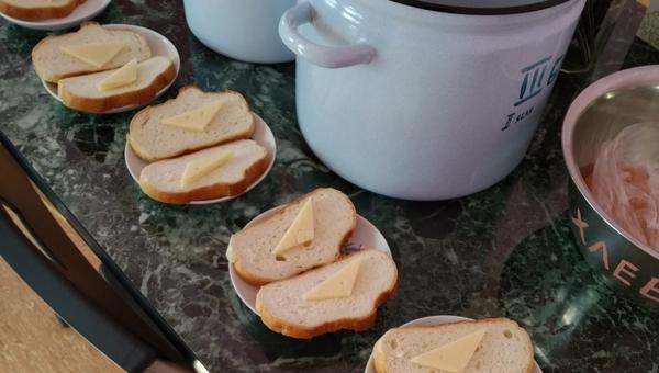 В детском саду разгорелся скандал из-за «блокадных бутербродов»