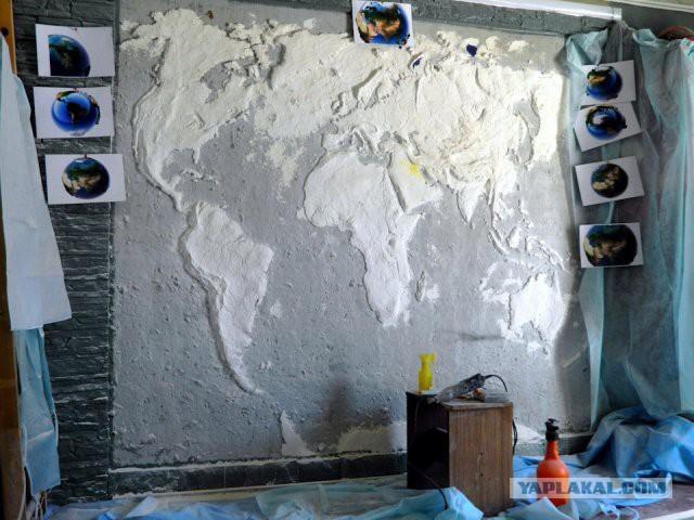 Эффектная карта мира на стене
