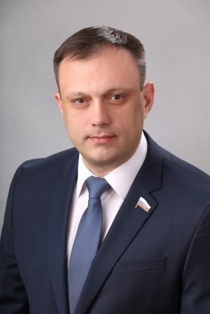 СКР объявил врозыск депутата-единоросса, подозреваемого врастрате 20 млн рублей