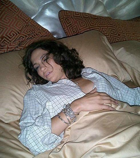 видео мама спит без трусиков