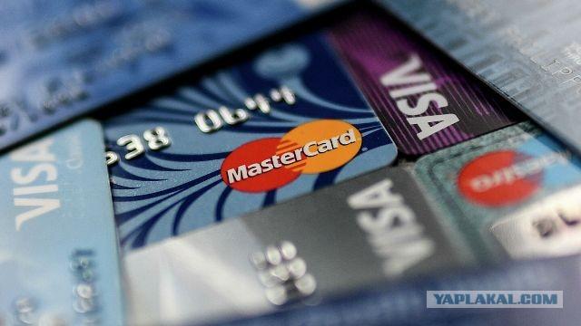 Россияне стали массово отказываться от банковских карт