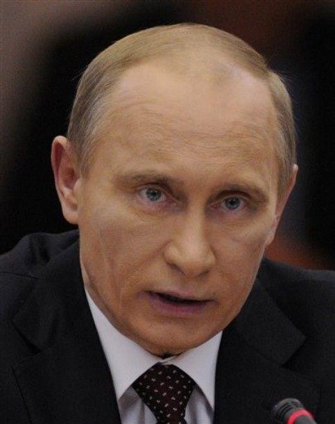 Кто поставил Путину синяк?