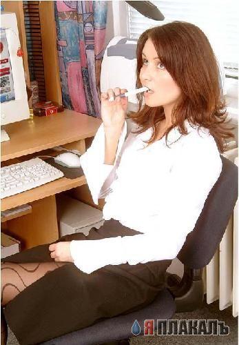 Секретарша разделась на рабочем месте (8 фото)