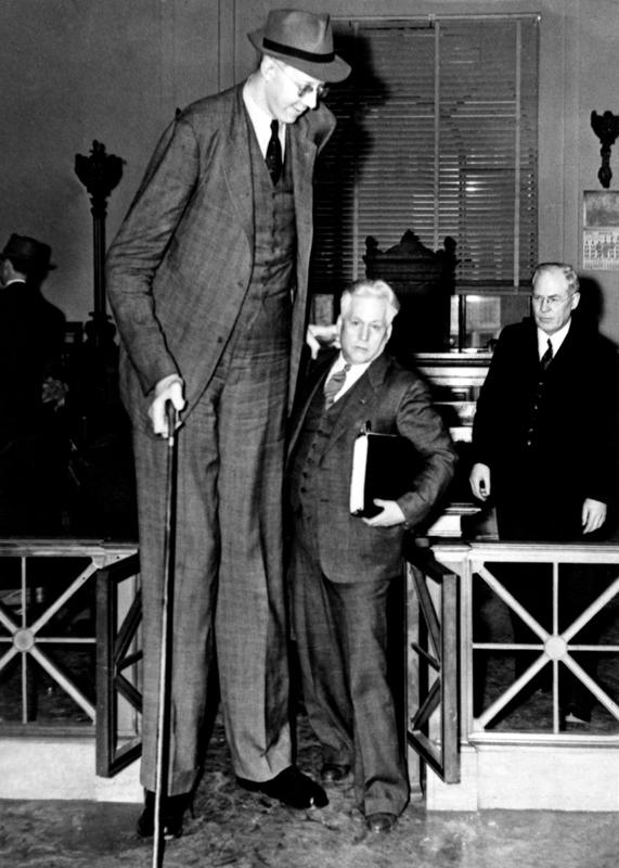 Самый высокий человек в истории: короткая жизнь гиганта из Иллинойса