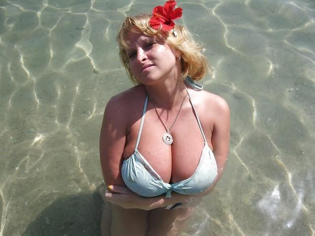 Большие груди зрелой девушки давайте