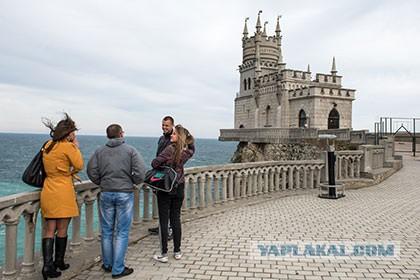 Поток туристов в Крым сократился в два раза
