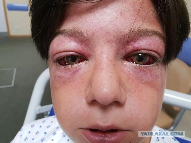 Подросток раскрутил карусель, его глаза вылезли из орбит