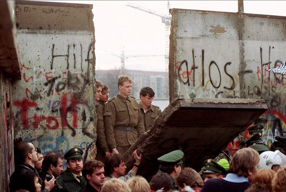 a history of the berlin wall in germany Sunday will mark 25 years since the berlin wall was torn down, ending almost 30 years of division in the german capital it had been constructed overnight and on the night of 9 november 1989 it.