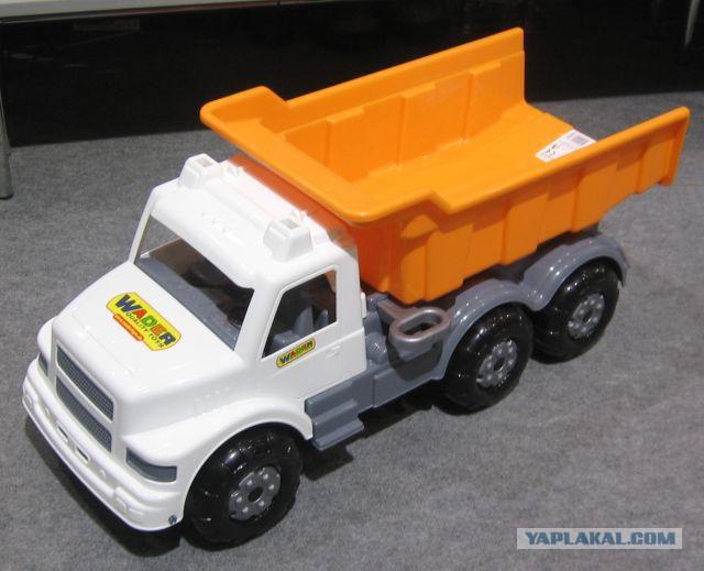 Большой игрушечный самосвал Буран выпускается в 4-х вариантах окраски: желтый...
