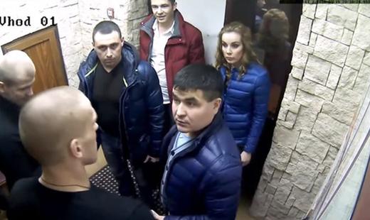 В Тюмени наградят охранников ресторана, не пустивших полицию без досмотра