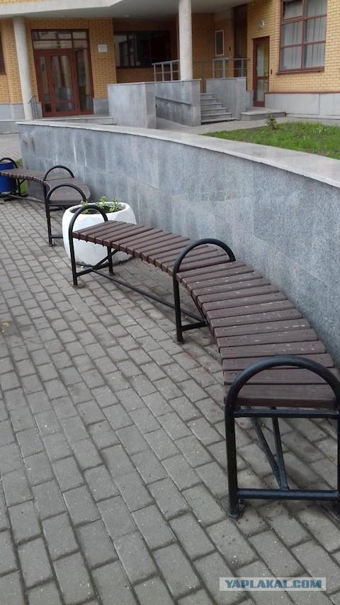 Скромная садовая скамейка с закосом на солидность