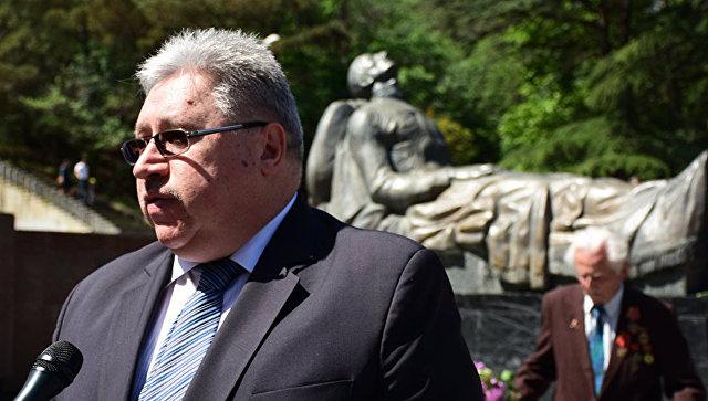 Российских дипломатов в Тбилиси заставили снять георгиевские ленты.