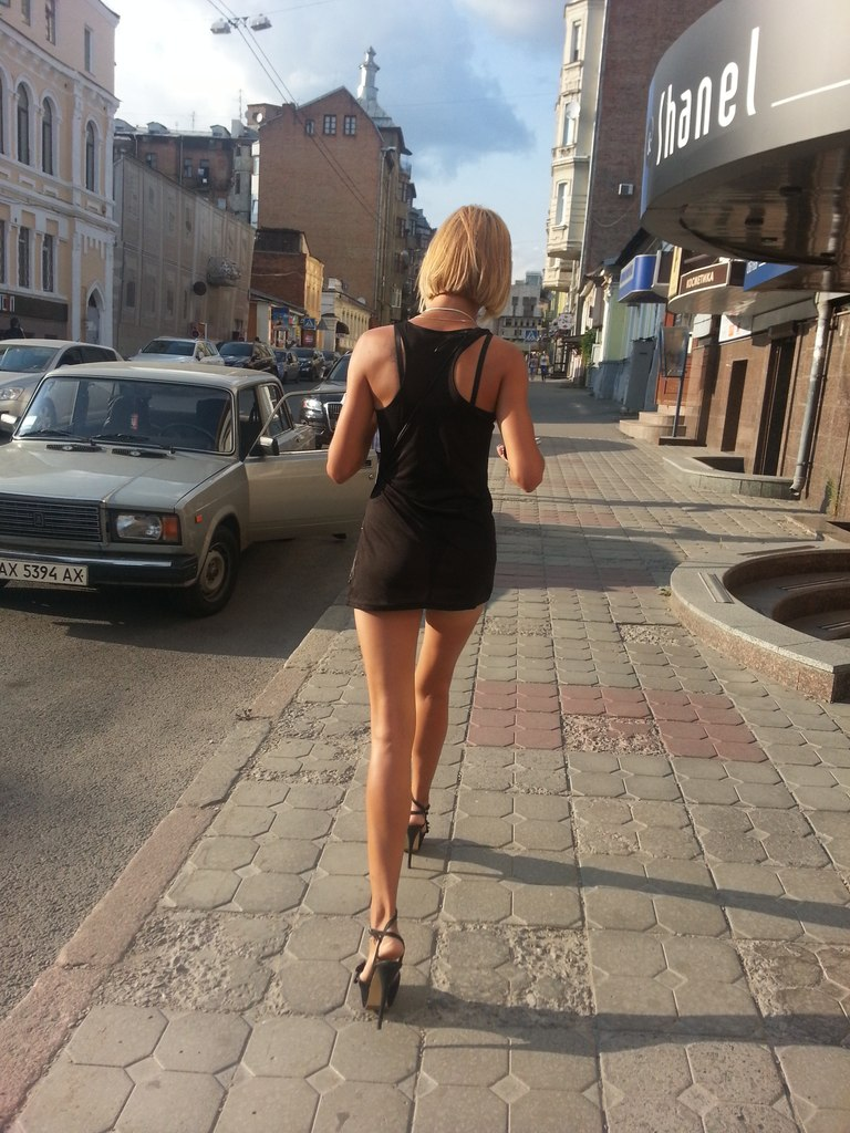 Фото девушек летом на улицы 17 фотография