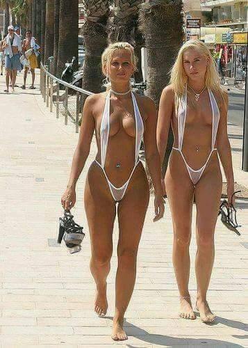 Из-за жары, мама с дочкой вынуждены ходить без обуви по улице, коллеги.